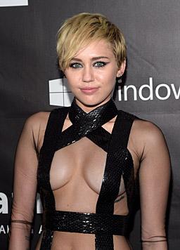 Hui! Bei diesem Bondage-Outfit blieb nur noch das Nötigste bedeckt. (Bild: AFP)