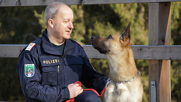 """Roland Folly und """"Dexter"""" sind ÖKV Fährtenhunde-Staatsmeister. (Bild: BAZ Bad Kreuzen)"""