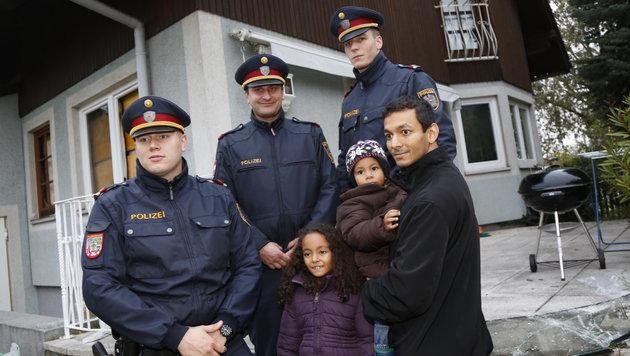 Diese drei Polizisten retteten die Familie aus den Flammen. (Bild: Martin A. Jöchl)