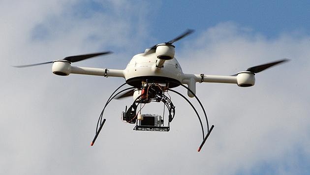Briten droht Registrierungspflicht für Drohnen (Bild: APA/EPA/CAROLINE BLUMBERG (Symbolbild))