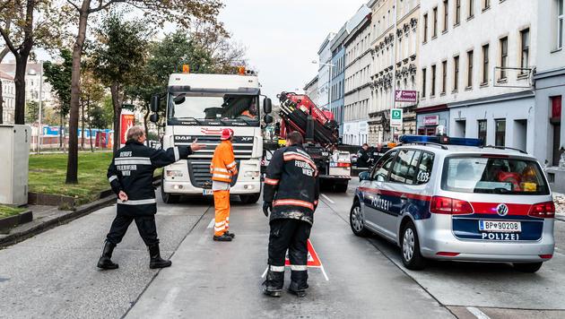 """Alle drei Spuren mussten im Unfallbereich gesperrt werden. (Bild: """"Krone""""-Leserreporter Peter Berger)"""