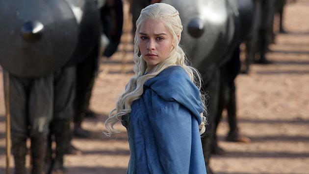 """Emilia Clarke als Daenerys Targaryen in einer Szene aus """"Game of Thrones"""" (Bild: AP)"""
