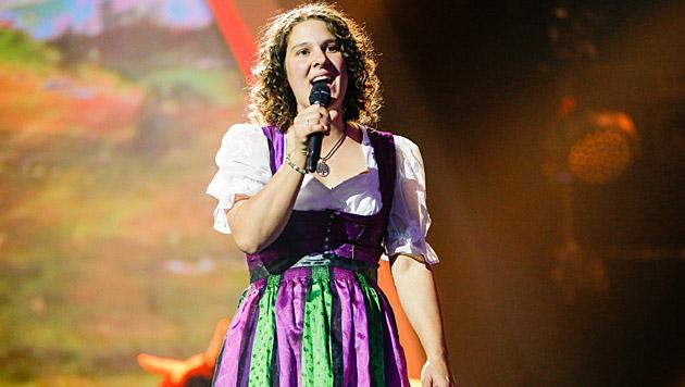 """Die Kärntnerin Petra Mayer sorgte für """"Ziag aus die Schua"""" für Stimmung im Studio. (Bild: ORF/Milenko Badzic)"""