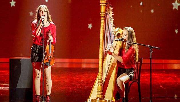 Die zwei Tiroler Mädeln Harfonie überzeugten erneut mit ihrem Medley auf Harfe und Geige. (Bild: ORF/Milenko Badzic)