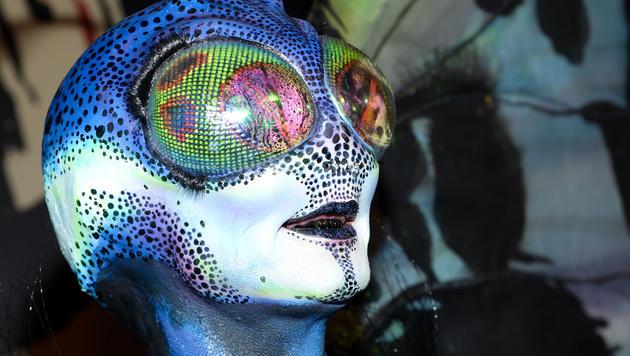 2014 könnte auch eine andere unter der Maske stecken - so gut hat Heidi Klum sich verkleidet. (Bild: APA/AP/Evan Agostini)