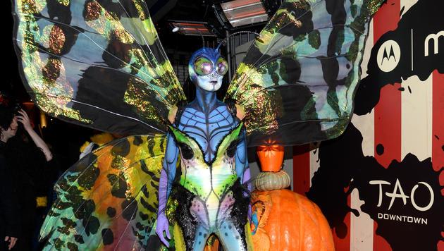 Jedes Detail bis zu den Fühlern stimmt bei Heidi Klums Kostüm. (Bild: APA/AP/Evan Agostini)