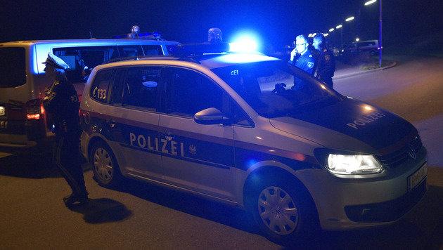 Wien: 12 Polizeiwagen rasten Autodieben hinterher (Bild: APA/HANS PUNZ (Symbolbild))