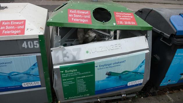 Diesen Müllcontainer wollte der 17-Jährige zusammen mit seinen Freunden in die Luft jagen. (Bild: Werner Kerschbaummayr)