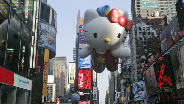 Hello Kitty bei der Thanksgiving-Parade am New Yorker Times Square (Bild: AP)