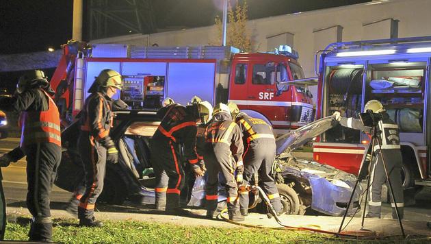Die Beifahrerin wurde in dem Wrack eingeklemmt. (Bild: MARKUS TSCHEPP)