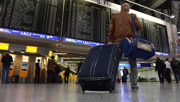 Waffen im Koffer: 47-Jähriger nicht mehr in Haft (Bild: dpa/Arne Dedert (Symbolbild))