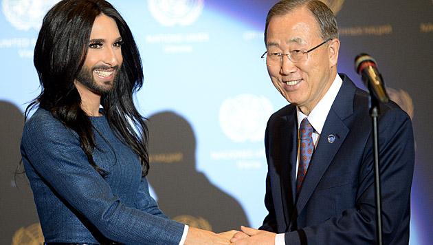 Conchita Wurst und Ban Ki Moon (Bild: APA/ROLAND SCHLAGER)