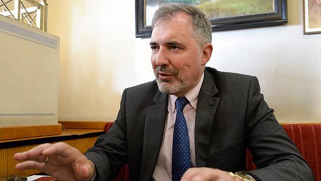 """Ewald Stadler war zum wiederholten Male als """"Wahlbeobachter"""" in der Ukraine. (Bild: APA/HERBERT NEUBAUER)"""