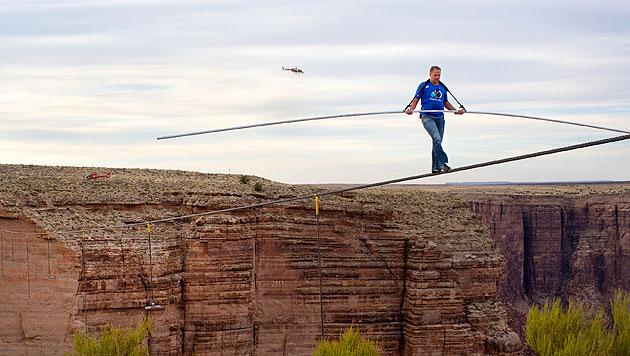 Nik Wallenda bei seinem Balanceakt über den Grand Canyon im Jahr 2013 (Bild: Tiffany Brown/AP Images For Disc/AP For Discovery)