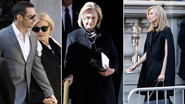 Hugh Jackman, Hillary Clinton und Karlie Kloss bei der Trauerfeier (Bild: APA/EPA/JASON SZENES, AP)