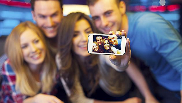 Fremde Selfies nerven, eigene Bilder nicht (Bild: thinkstockphotos.de)