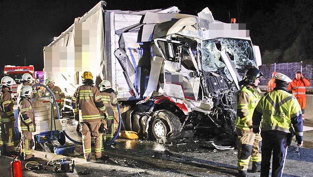 Der Lkw wurde schwer beschädigt. (Bild: Markus Tschepp)