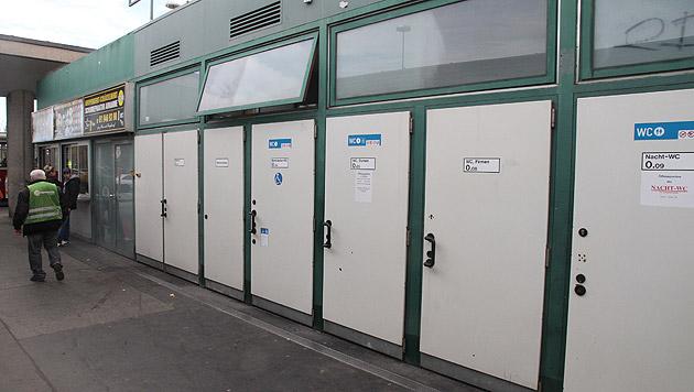 Tatort: Die öffentliche WC-Anlage bei der U-Bahn-Station Kennedybrücke in Wien-Hietzing (Bild: Andi Schiel)