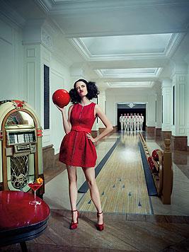 Im August geht Eva Green zum Bowling. (Bild: Campari/Julia Fullerton-Batten)