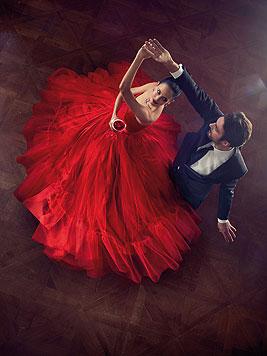 Im roten Traumkleid tanzt Eva Green im Dezember ins neue Jahr. (Bild: Campari/Julia Fullerton-Batten)