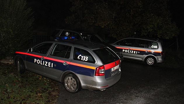 Polizeiautos am Tatort im Bezirk Weiz (Bild: Christian Jauschowetz)