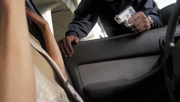 Räuberpärchen kapert Auto und entführt Lenkerin (Bild: thinkstockphotos.de (Symbolbild))