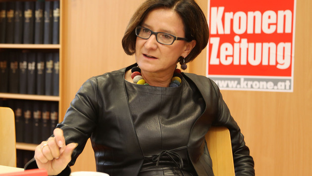 "Innenministerin Johanna Mikl-Leitner im ""Krone""-Gespräch (Bild: Uta Rojsek-Wiedergut)"