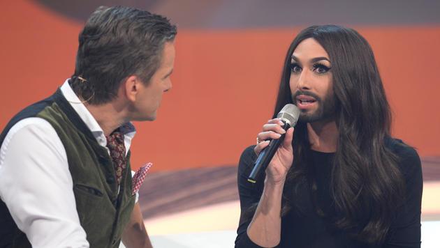 """Conchita Wurst in der Sendung """"Wetten, dass..?"""" im Gespräch mit Markus Lanz (Bild: APA/ZDF/SASCHA BAUMANN)"""