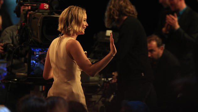 "Oscarpreisträgerin Jennifer Lawrence in der TV-Show ""Wetten, dass..?"" (Bild: APA/ERWIN SCHERIAU)"