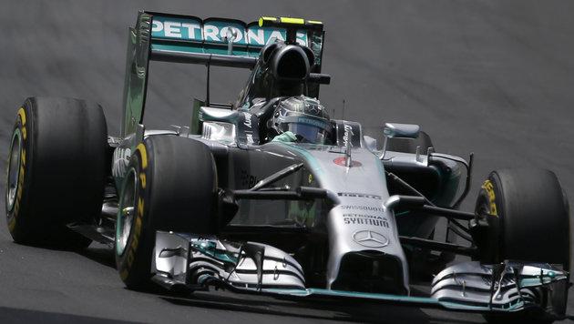 Lewis Hamilton musste Barcelona-Test abbrechen (Bild: AP)