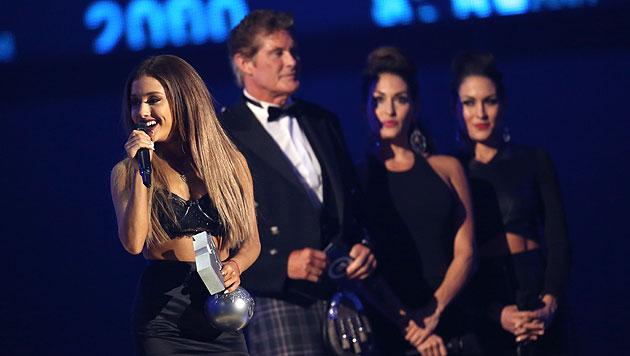 Ariana Grande bedankt sich für ihren Preis. (Bild: EPA)