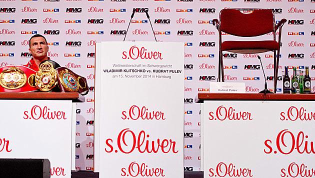 Skurriler Auftritt von Klitschko mit leerem Stuhl (Bild: APA/EPA/Daniel Bockwoldt)