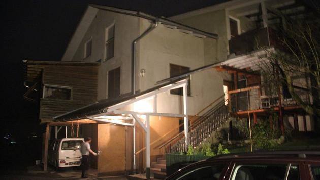 """Vor diesem Haus tötete der 45-Jährige den Vater seiner """"Ex"""". (Bild: Christian Jauschowetz)"""