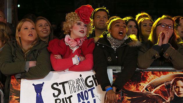 Fans warten auf die Stars (Bild: AP, EPA)