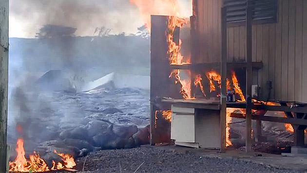 lavastrom auf hawaii brennt erstes haus nieder geb ude. Black Bedroom Furniture Sets. Home Design Ideas
