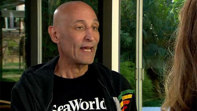 Im Interview mit Maria Shriver erzählt Sam Simon von seiner Krebserkrankung. (Bild: NBC)