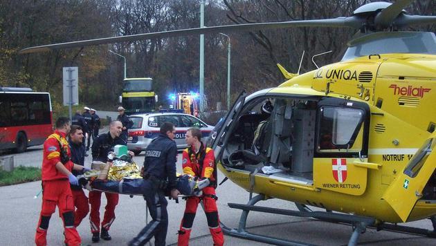 Der Autolenker wurde bei dem Unfall lebensgefährlich verletzt. (Bild: APA/ÖAMTC/UNBEKANNT)