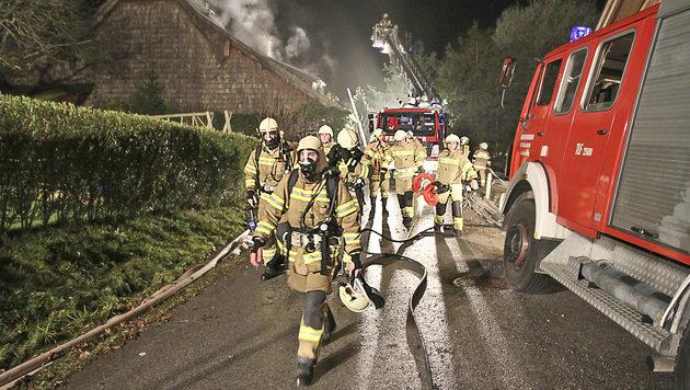 300 Jahre altes Holzhaus stand in Flammen (Bild: MARKUS TSCHEPP)