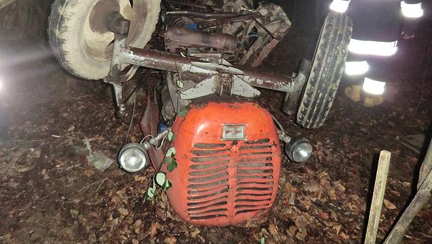 Der 83-Jährige war unter dem Traktor eingeklemmt und musste schwer verletzt in der Kälte ausharren. (Bild: FF Wolfau)