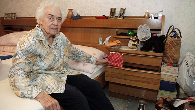Die 84-jährige Helga H. lebt seit dem Einbruch in Angst. (Bild: Markus Schütz)