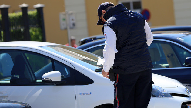 Parkwächter in Klagenfurt strafen rigoros ab. (Bild: Evelyn Hronek)