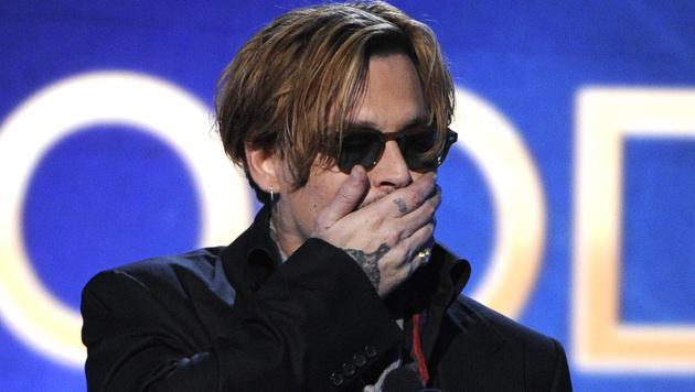 Äußerst bizarrer Auftritt von Johnny Depp (Bild: Chris Pizzello/Invision/AP)