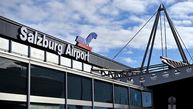 Bub (13) löst mit Anruf Bombenalarm am Airport aus (Bild: APA/BARBARA GINDL (Symbolbild))