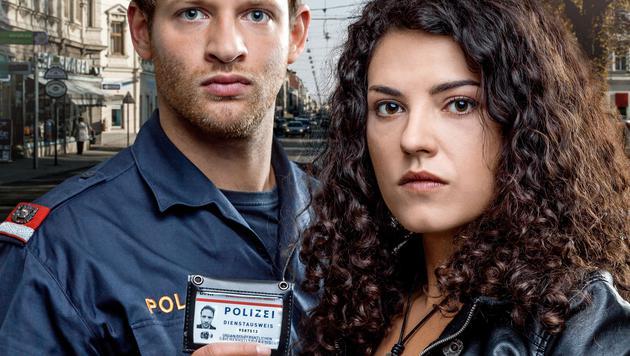 Claudia Kottal als Leila Mikulov mit David Miesmer als Inspektor Florian Fehenberger (Bild: ORF)