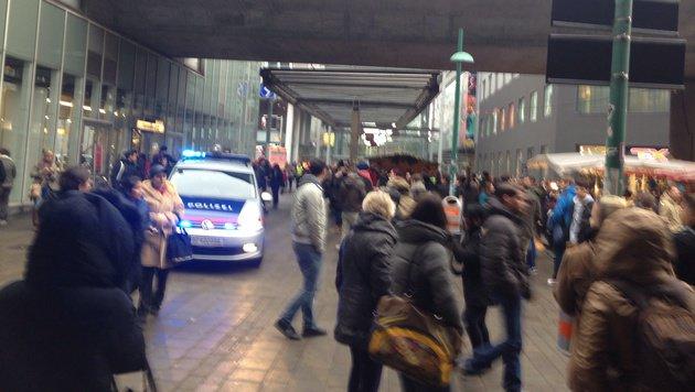 Bombendrohung in Wiener Millennium-City (Bild: Leserreporterin Eva Kofler)