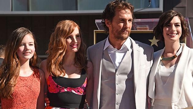 Matthew McConaughey mit Mackenzie Foy, Jessica Chastain und Anne Hathaway (Bild: AP)