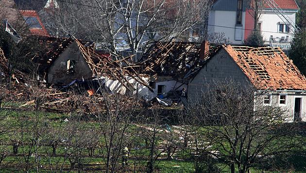 Nach Hausexplosion: Gefahr noch nicht gebannt (Bild: Arnold Klement)