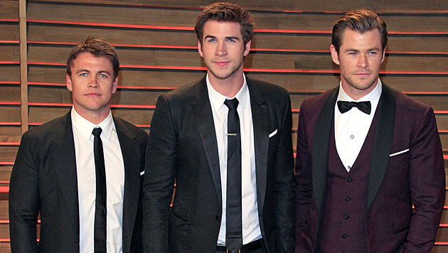 Chris Hemsworth mit seinen Brüdern Luke und Liam (Bild: APA/EPA/NINA PROMMER)