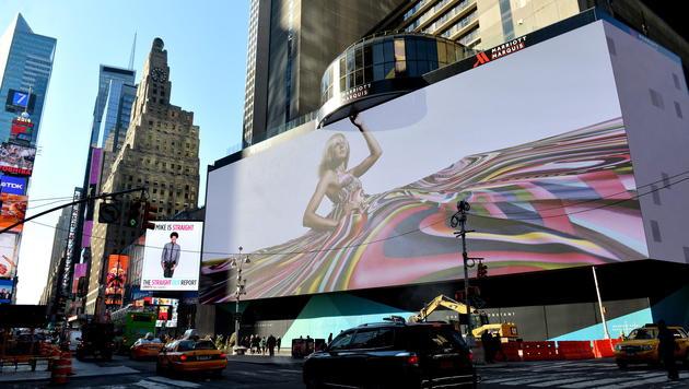 Riesige LED-Videoleinwand am Times Square enthüllt (Bild: APA/EPA/Justin Lane)