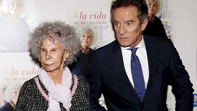 Herzogin von Alba mit ihrem um 25 Jahre jüngeren Ehemann Alfonso Diez (Bild: APA/EPA/JUANJO MARTIN)